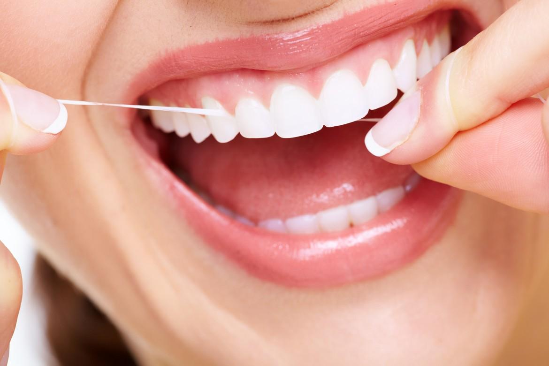 زنان برای بهبود شانس بارداری باید نخ دندان بکشند