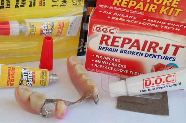 استفاده نابجا از چسب نگهدارنده دندان مصنوعی باعث تخریب لثه می شود