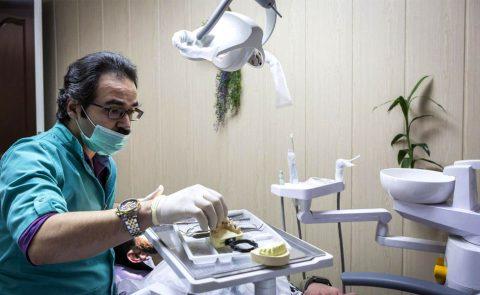 دکتر فراز تیموری متخصص ایمپلنت و جراح لثه