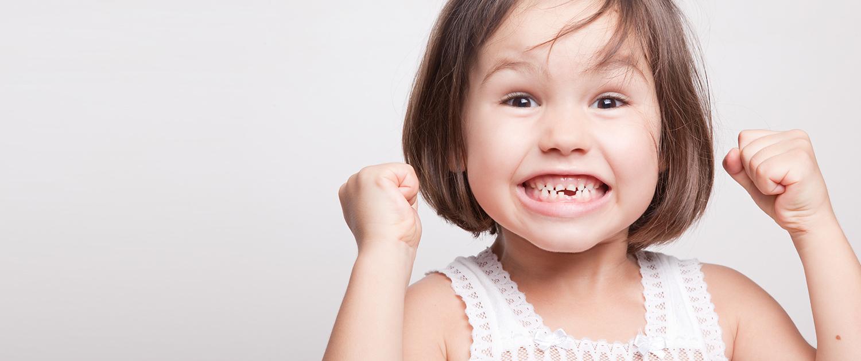 کشیدن دندان لق کودکان در خانه